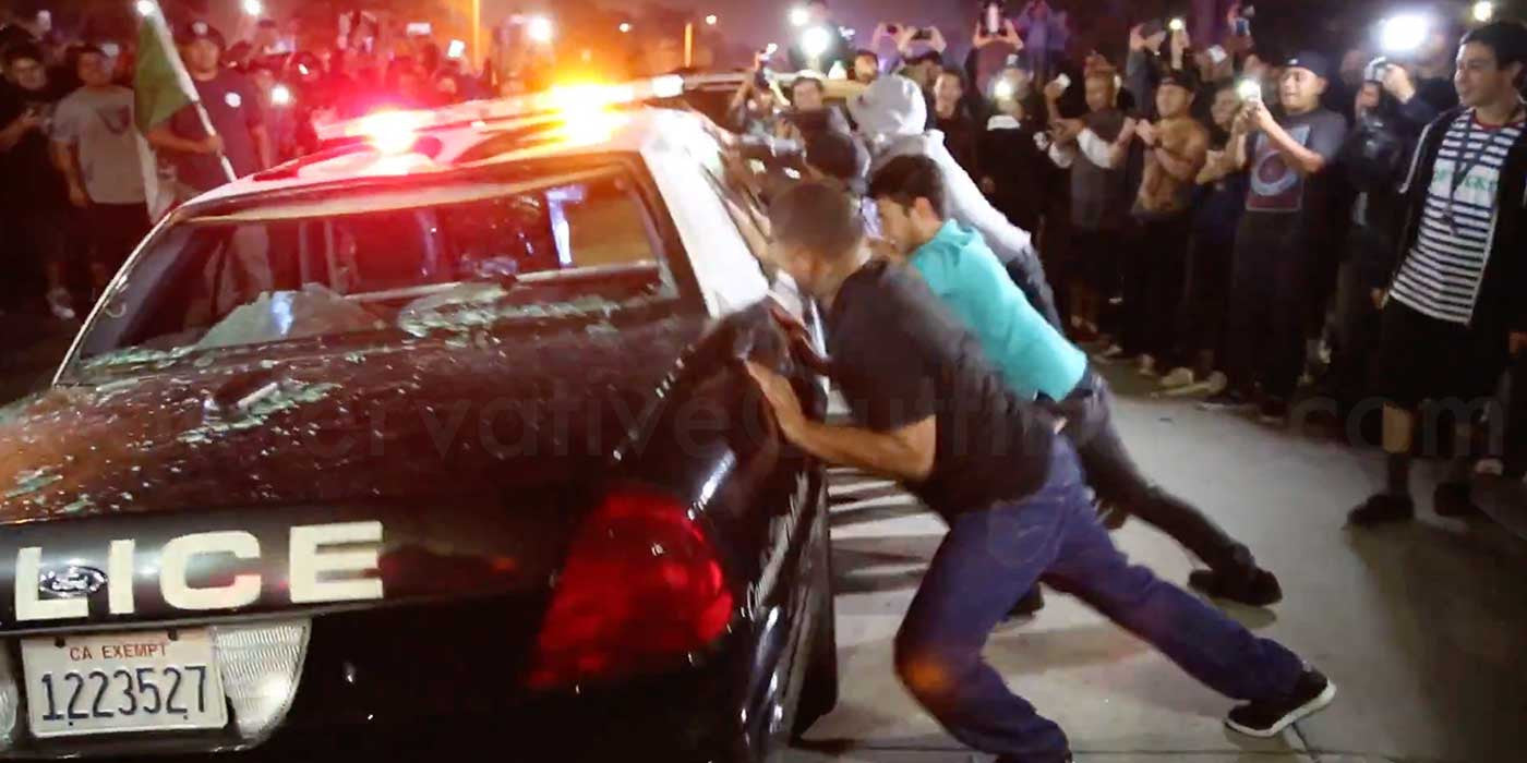 Hundreds Of Trump Protesters Surround And Attack Police Car