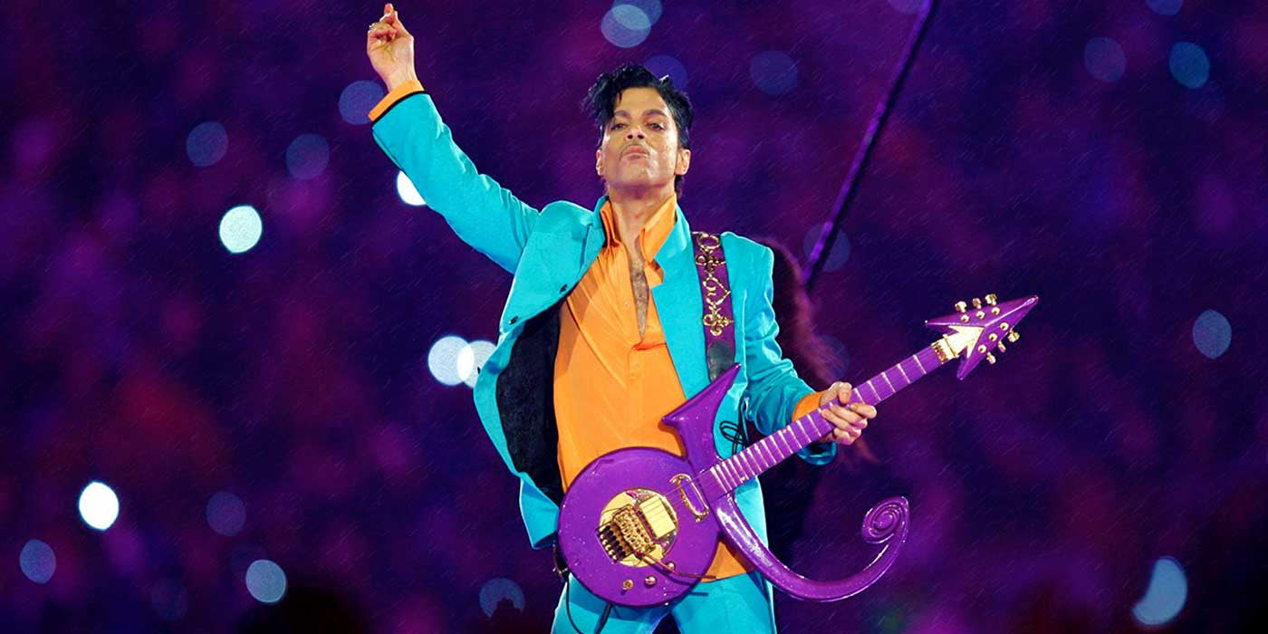 "Prince Performs ""Purple Rain"" Super Bowl Halftime Show"