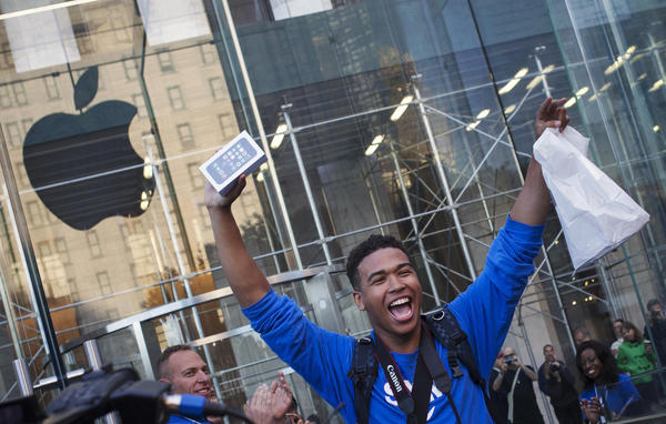VIDEO: First Person To Buy An iPhone 6 Immediately Drops It