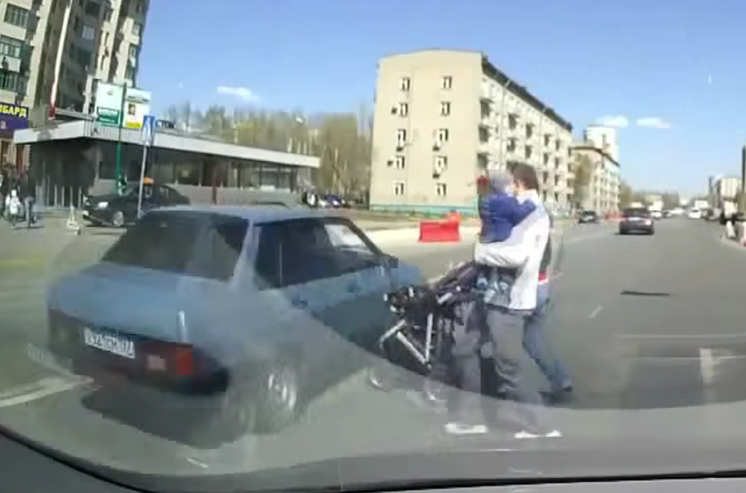 Father beats up driver who almost ran over his family (Dash Cam VIDEO)