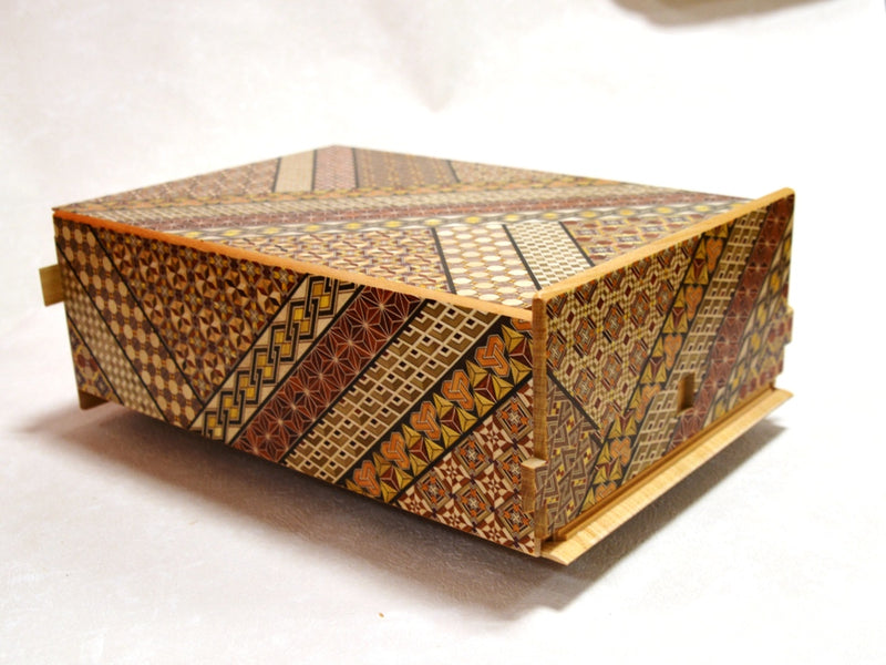 products/12_sun_28_step_koyosegi_japanese_puzzle_box_2.jpg