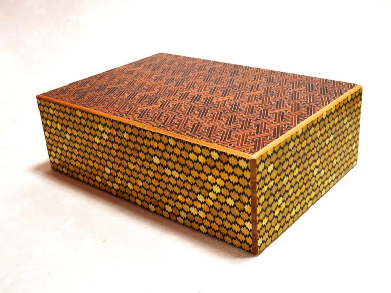 products/12_sun_28_step_red_saya-matsukawabishi_japanese_puzzle_box_3.jpg