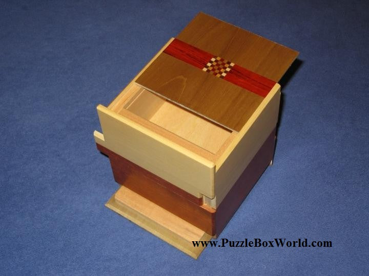 products/3.5_sun_double_compartment_limited_edition_japanese_puzzle_box_by_hiroyuki_oka.jpg