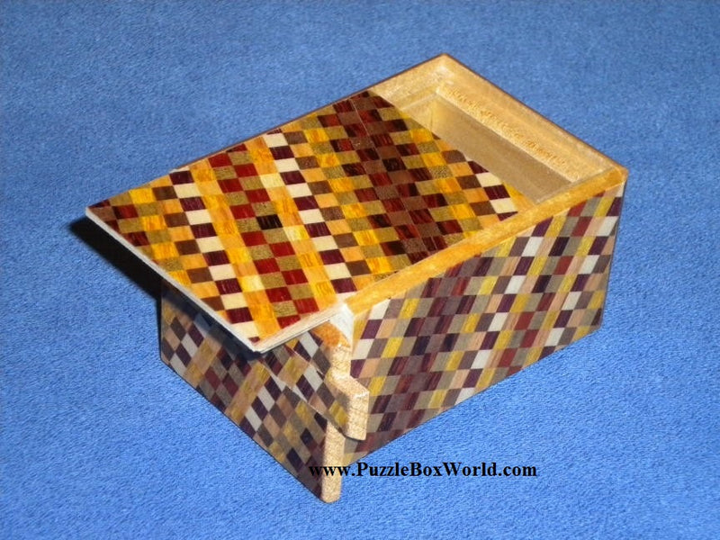 products/3_sun_7_step_ichimatsu_japanese_puzzle_box_1.jpg