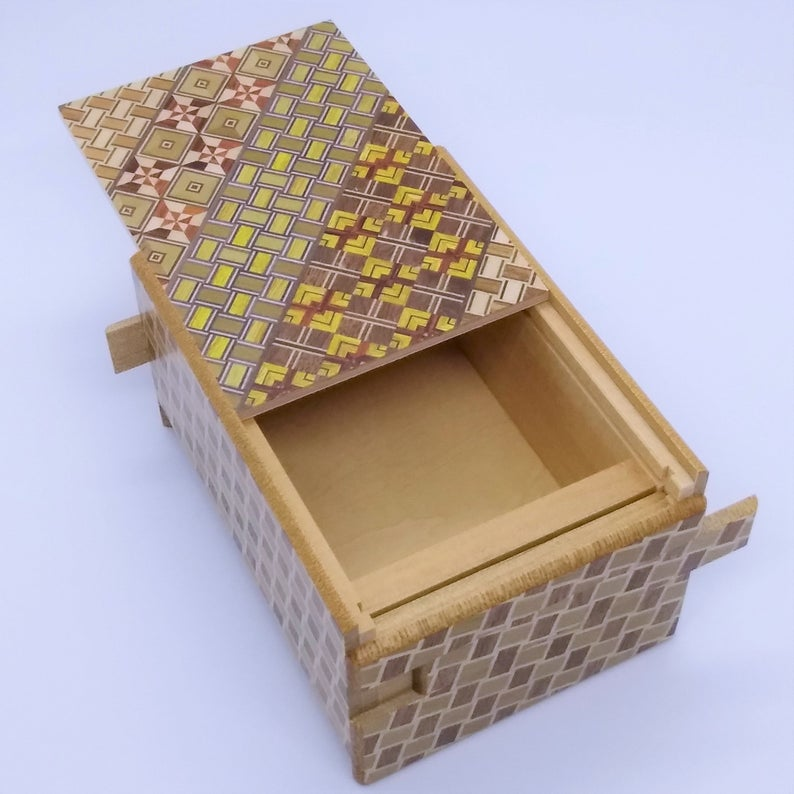 products/4_Sun_12_Step_Yosegi_Kuzushi_Japanese_Secret_Puzzle_Box_2.jpg