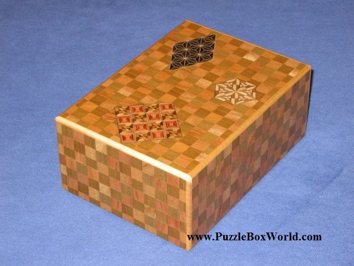 products/6_sun_23_step_ichimatsu_enoshima_japanese_puzzle_box_2.jpg