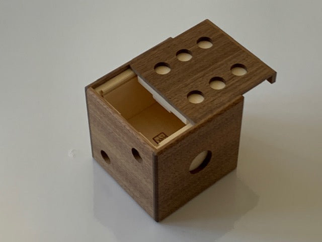 products/Dice_Puzzle_Box_by_Akio_Kamei_3.jpg