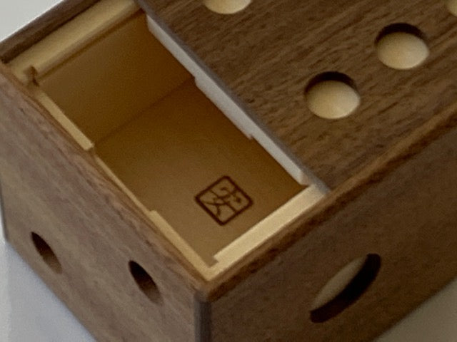 products/Dice_Puzzle_Box_by_Akio_Kamei_4.jpg