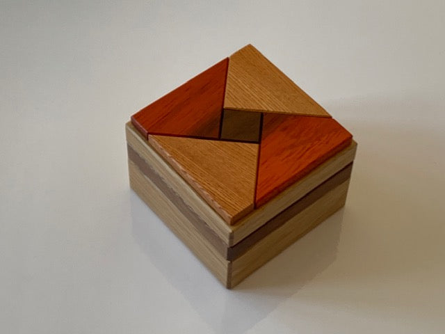 products/Karakuri_Secret_Base_Puzzle_Box_by_Hiroshi_Iwahara_3.jpg