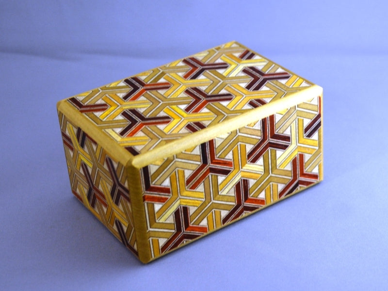 products/box_with_a_tree_kikkou_japanese_puzzle_3.jpg