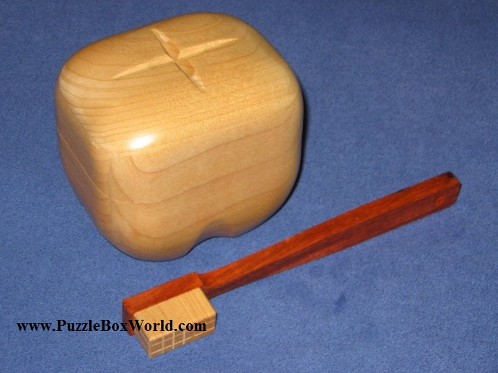 products/brush_the_tooth_japanese_puzzle_box_by_akio_kamei.jpg