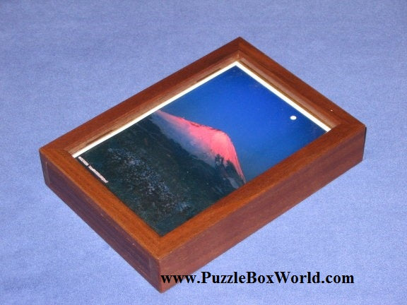 products/frame_japanese_puzzle_box_by_hideto_satou.jpg