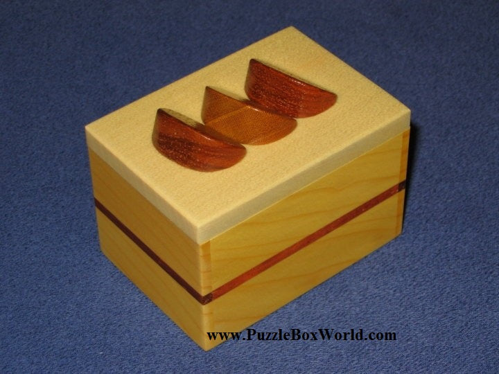 products/karakuri_fruitcake_japanese_puzzle_box.jpg