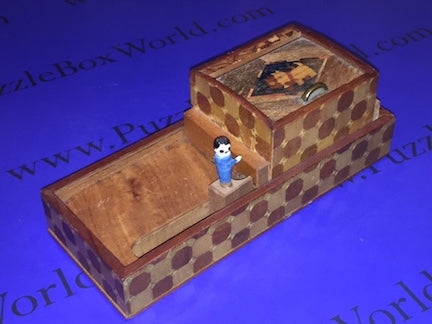 products/man_1_japanese_puzzle_box_1.jpg
