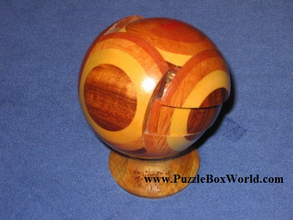 products/mung_kow_puzzle_ball_by_stephen_chin_2.jpg