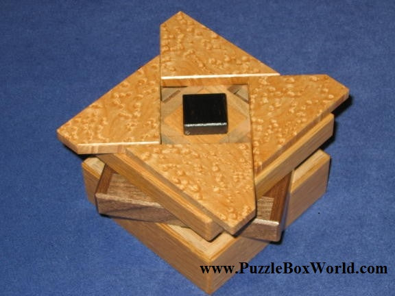 products/secret_base_m_japanese_puzzle_box_by_hiroshi_iwahara.jpg