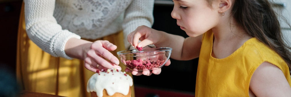 Make it yourself - eco-friendly Easter | child baking
