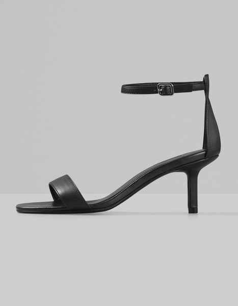 Amanda Heel in Black