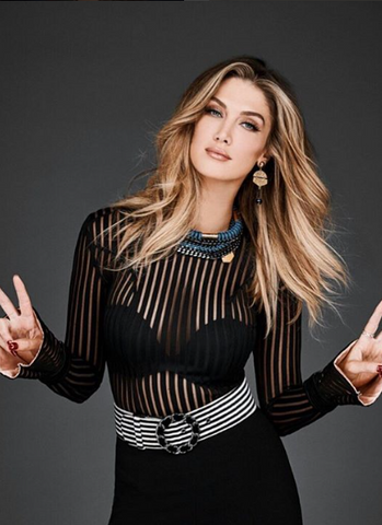 Delta Goodrem wearing SOLLIS jewellery on The Voice
