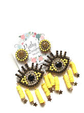 Load image into Gallery viewer, Polimer evil eye yellow light weight earring