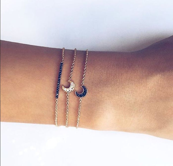 (PRE-ORDER) DIAMOND CRESCENT MOON BRACELET