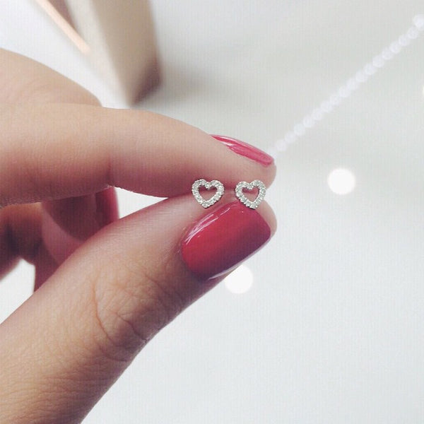 (PRE-ORDER) PETITE DIAMOND HEART EARRINGS IN WHITE GOLD