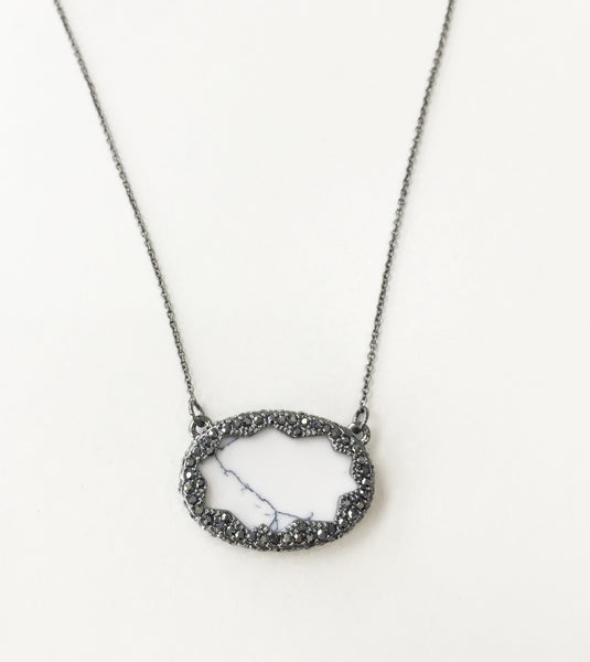 TANGA COAST PENDANT NECKLACE - HOWLITE