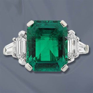 Amazing Colombian Emerald Ring with Diamonds set in 18Kt White Gold