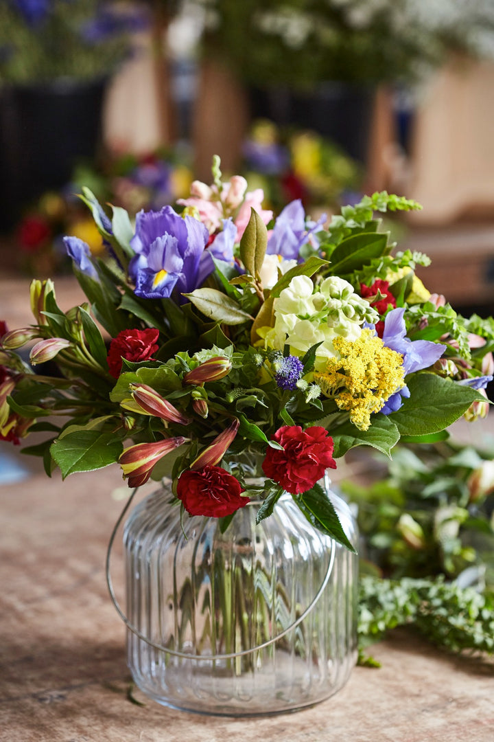 Looking for fresh flowers for your office or business? Why not set up a flower club subscription!