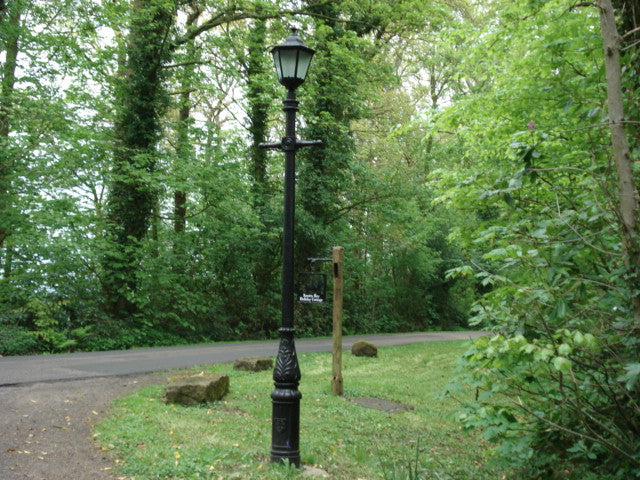 Cast Lamp Post with Cast Black Lamp Top
