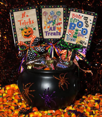 Deb Bee's Designs, Halloween Stake Out, Needles and Things