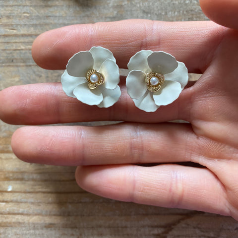 Spanish Flower Studs (two colors)