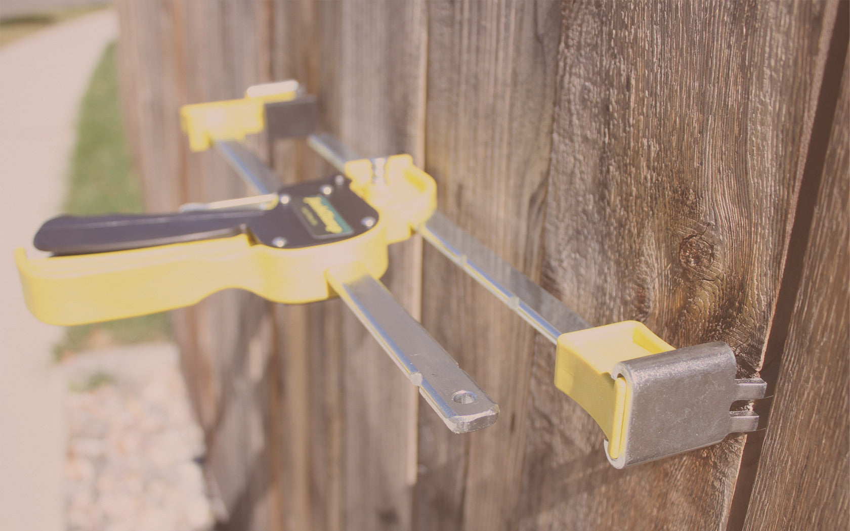 JackClamp Clamping a Fence