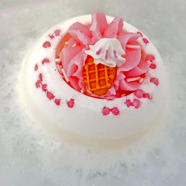 "Bomb Cosmetics UK ""Ice Cream Queen"" Bath Blaster"