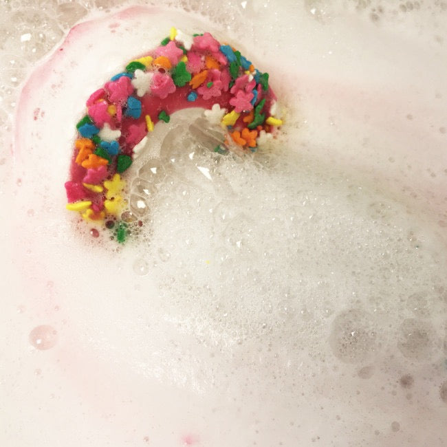 "Bomb Cosmetics UK ""Raspberry Pav Lover"" Bath Blaster - Le Petite Putti"