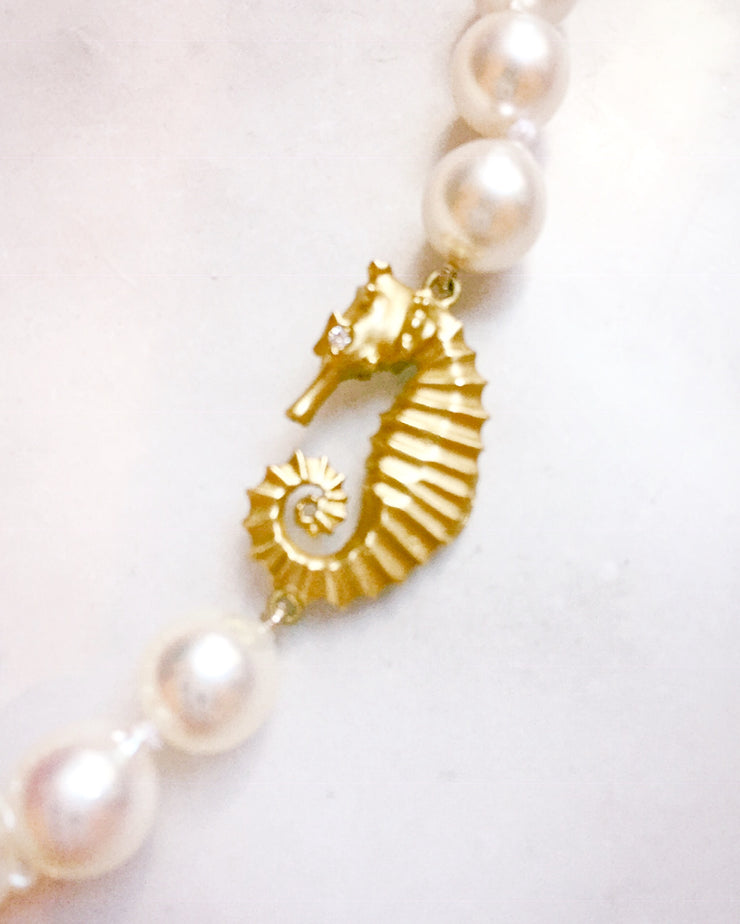 Baroque Pearl Strand with Seahorse