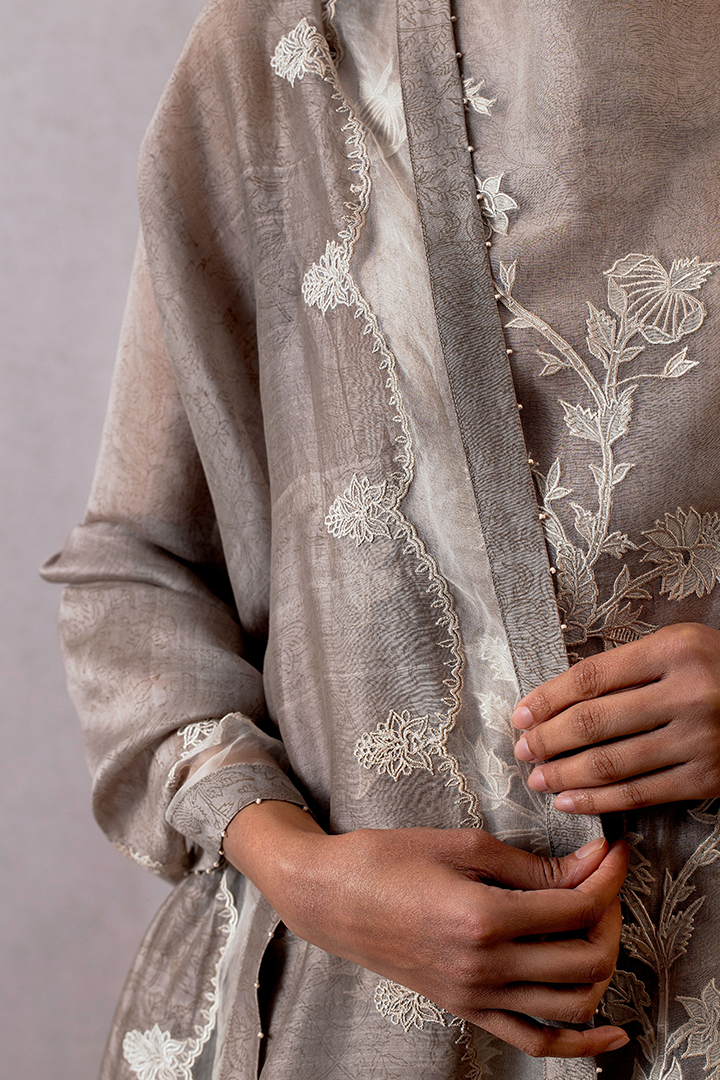 Slaty Jhulan chanderi odhani with scallop embroidery