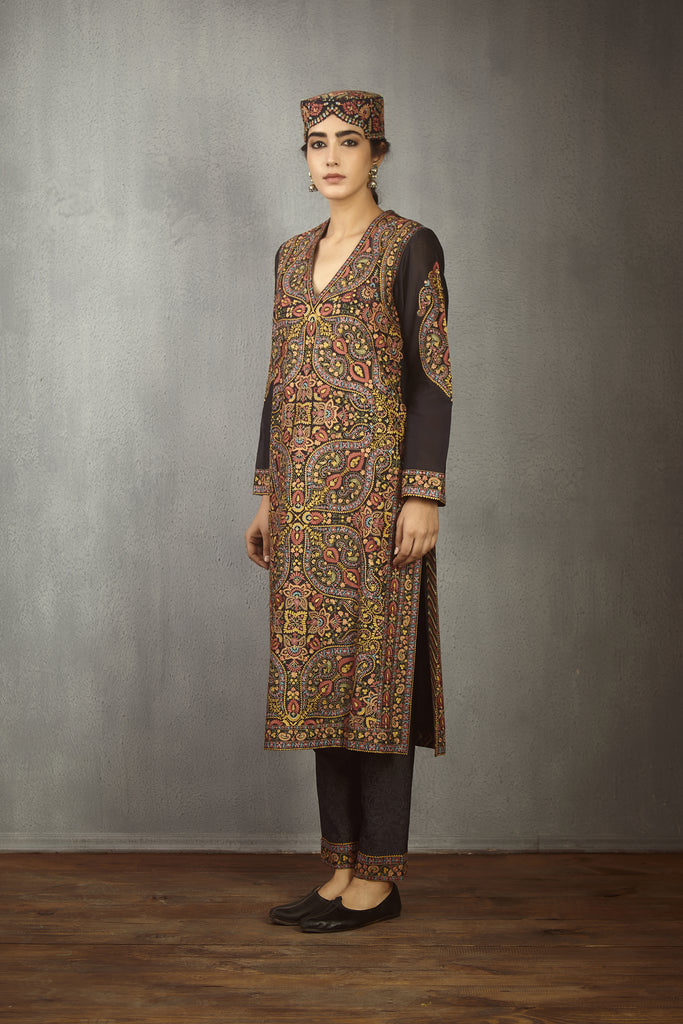 Nisha bhari Aari Embroidered heer Kurta with Pant set