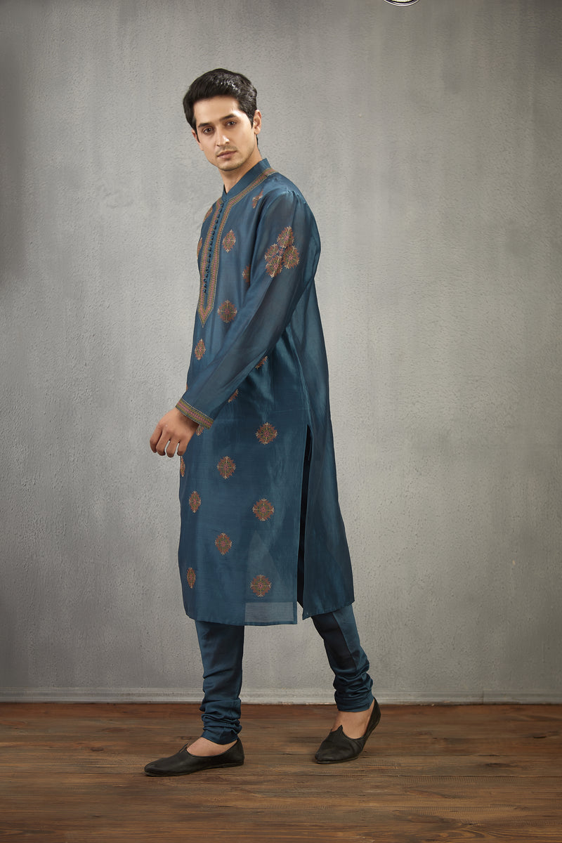 Neelam Kasuti Embroidered Himang Kurta Set