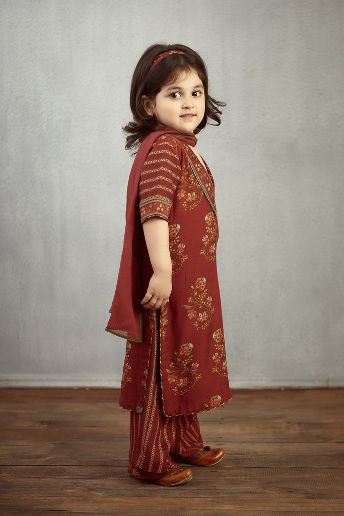 Gudhal Chintz Printed Kurta With Stripped Sleeve kids Wear Set
