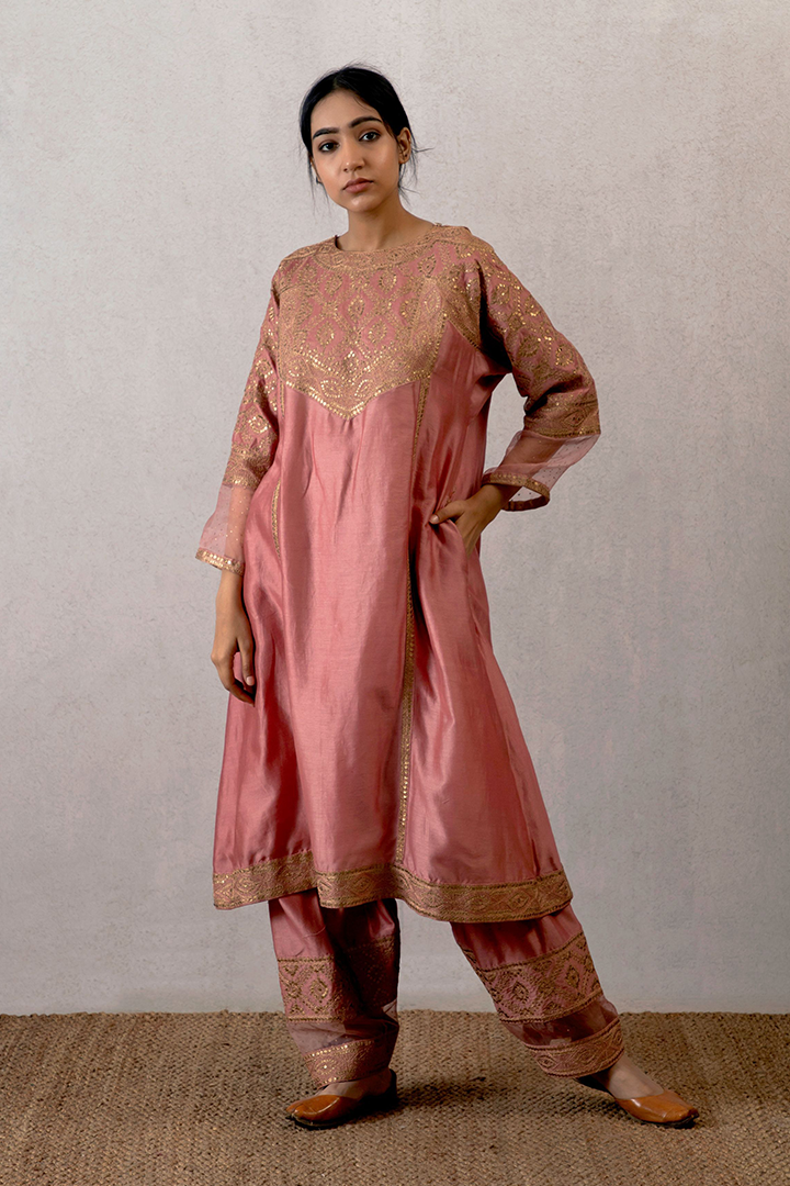 Gulabhari viras soothan with organza border and hand embroidered aari