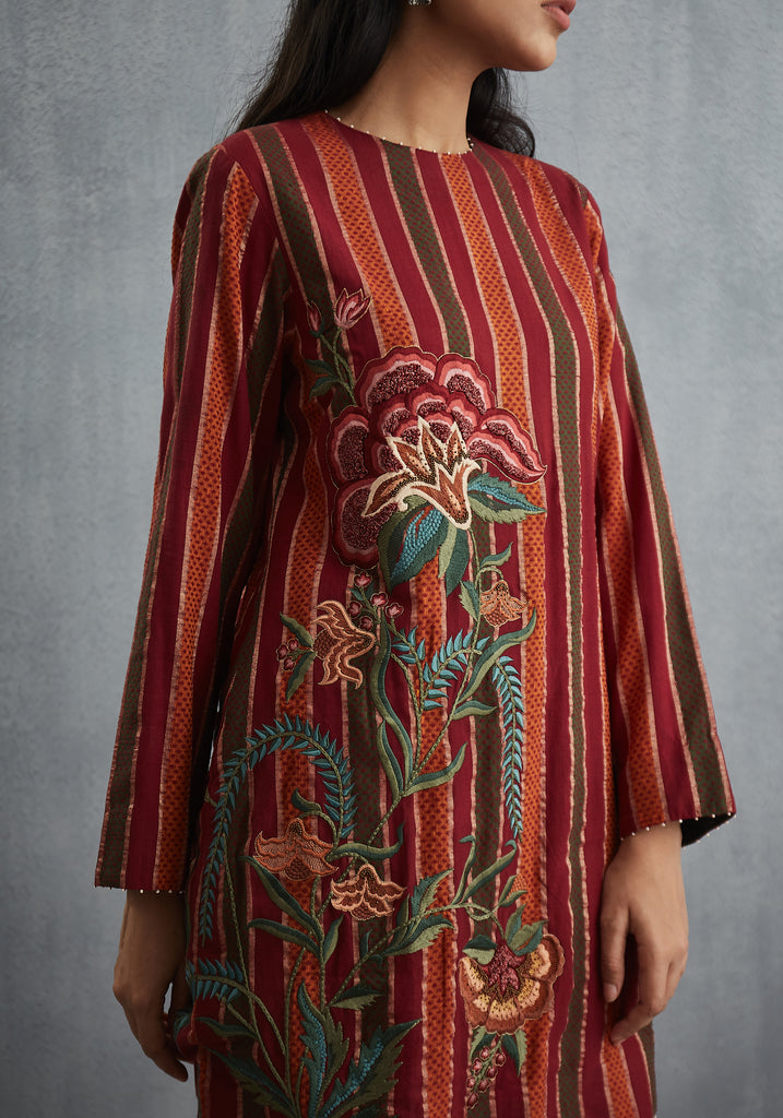 Sindhdi Long Kurta with Embroidered Chintz
