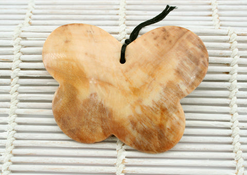 Honey Palm Wood butterfly pendant (ETP00057)