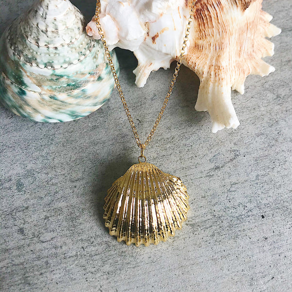 GOLD SHELL AND PEARL PENDANT