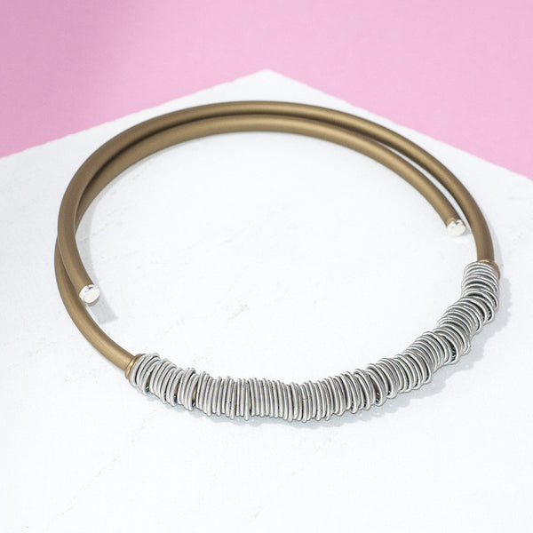 GOLD RUBBER AND STEEL CHOKER