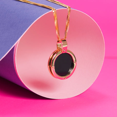 BLACK AGATE AND GOLD PENDANT