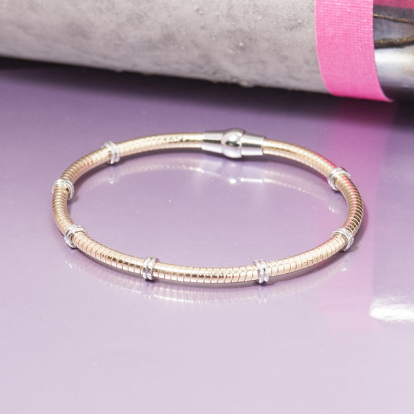 GOLD RIBBED BRACELET WITH SILVER RINGS