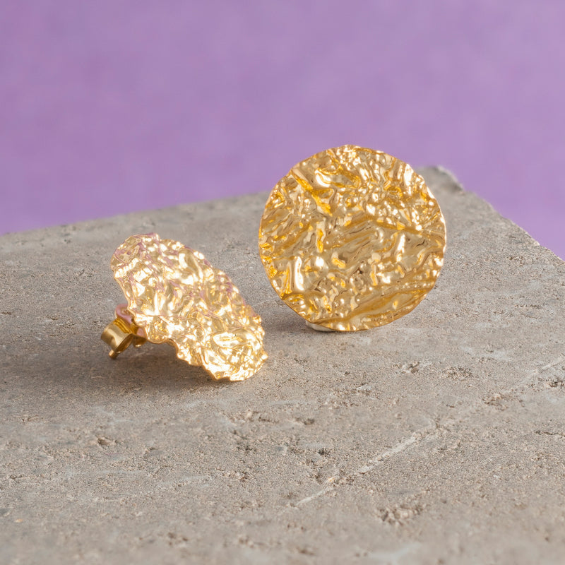 SMALL GOLD HAMMERED DISC EARRINGS