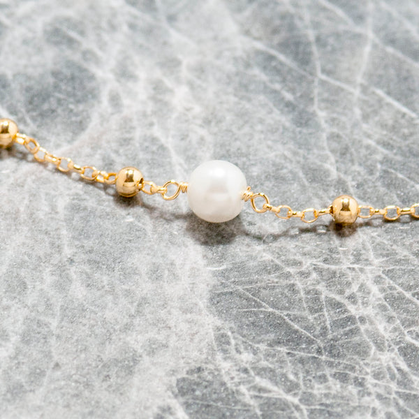 LONG PEARL AND GOLD CHAIN NECKLACE
