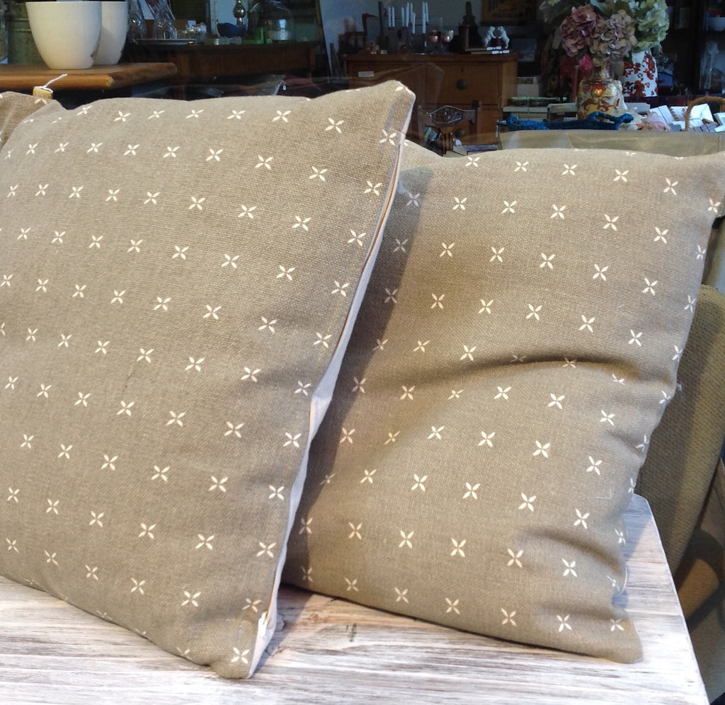 Margherite Large Taupe Cushion: daisy motifs